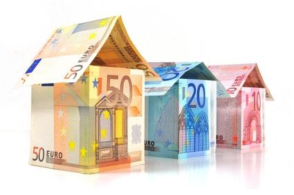Geldscheinkartenhaus